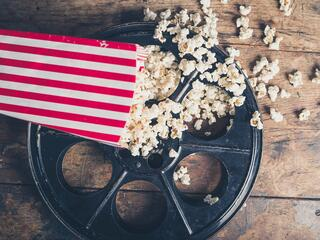 Film-reel-and-popcorn-000070653005_Medium.jpg