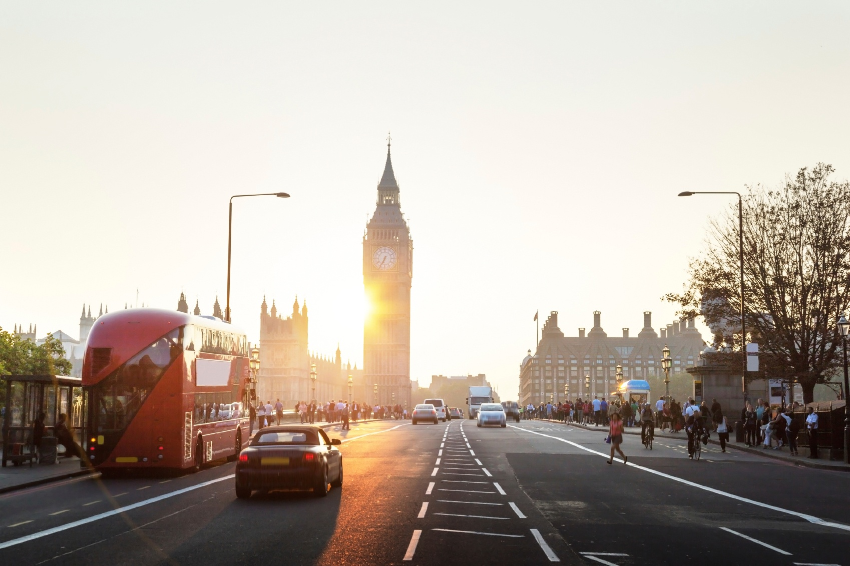 Westminster-Bridge-at-sunset-London-UK-000060726182_Medium.jpg